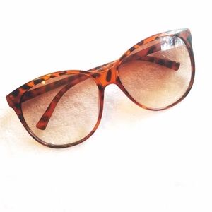 Accessories - Tortoise shell sunglasses Sunnies